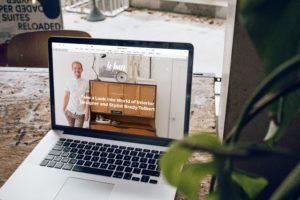 page de site web sur ordinateur. Illustration.