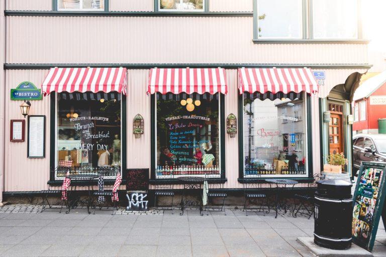 commerces et restaurants profitent du chèque numérique pour rayonner sur le web. Illustration.